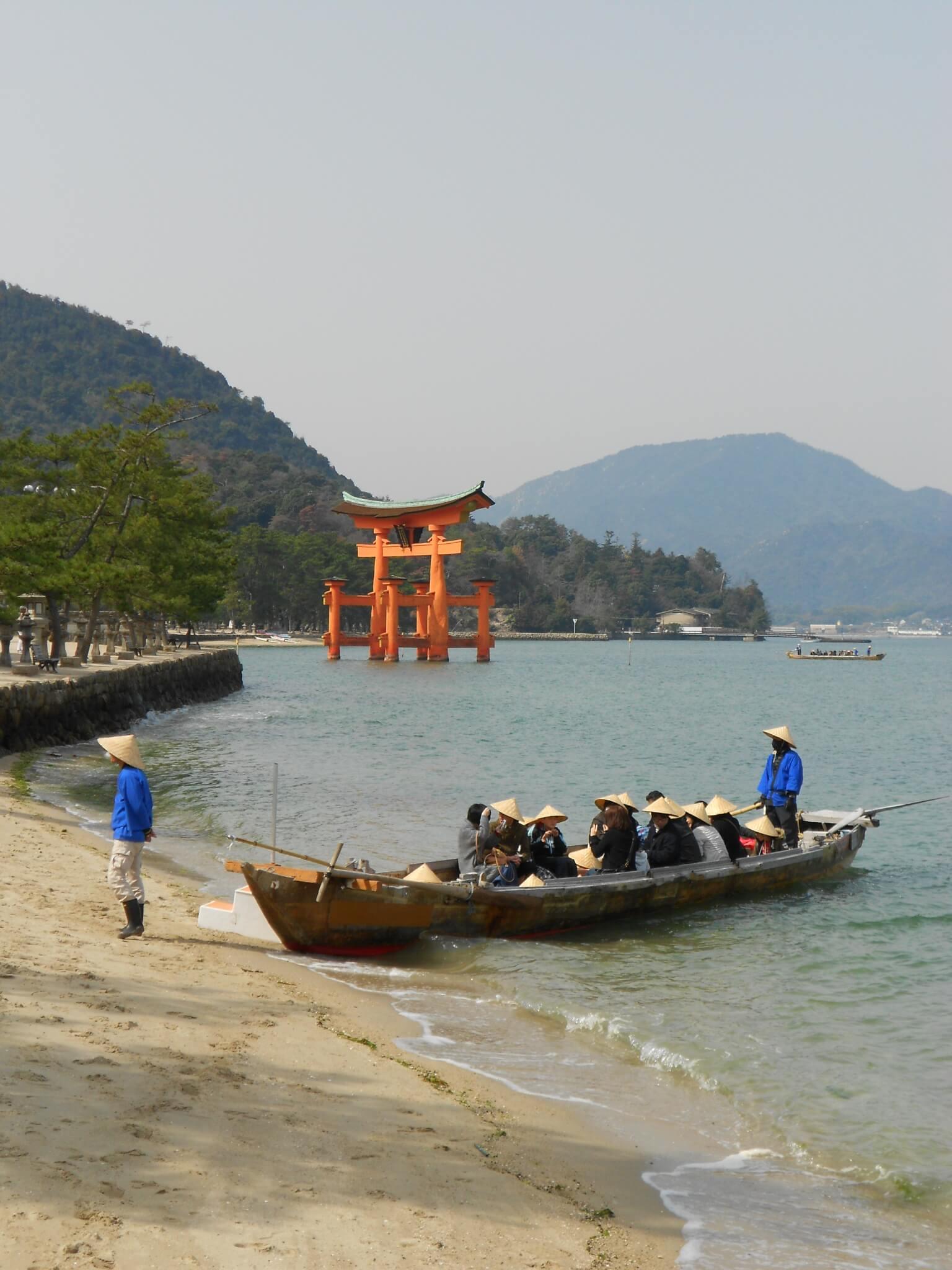 miyajima torii barco