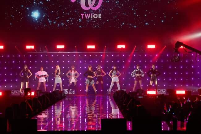 TWICE - 1º Grupo Estrangeiro a abrir o Tokyo Girls Collection Fashion