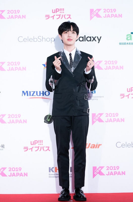 Ídolos de Kpop brilham na Red Carpet da KCON 2019 Japan Kim Jae Hwan