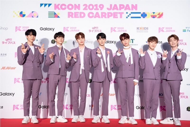 Ídolos de Kpop brilham na Red Carpet da KCON 2019 Japan TARGET