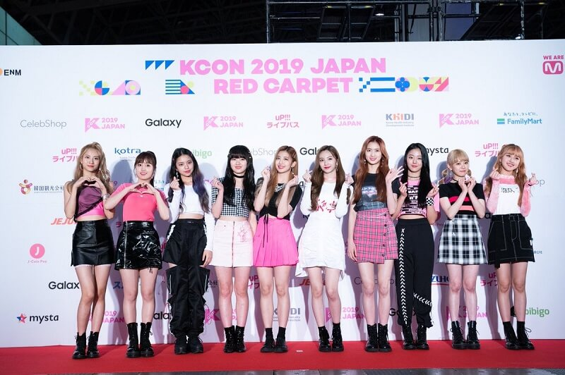 Ídolos de Kpop brilham na Red Carpet da KCON 2019 Japan cherry bullet