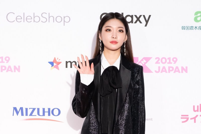 Ídolos de Kpop brilham na Red Carpet da KCON 2019 Japan chungha