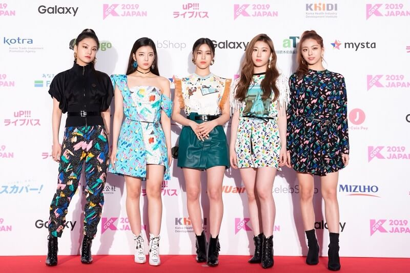 Ídolos de Kpop brilham na Red Carpet da KCON 2019 Japan itzy