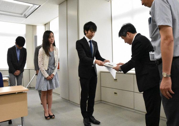 Escolas Públicas de Tóquio pararão de forçar Estudantes a Pintar o Cabelo de Preto osaka