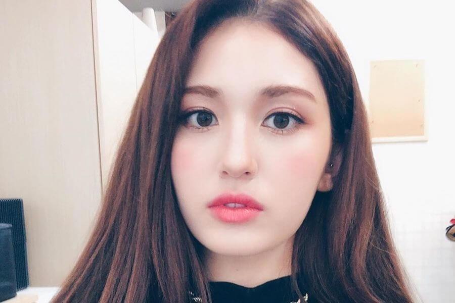 Jeon Somi aborda Vários Assuntos em Entrevista à W Korea