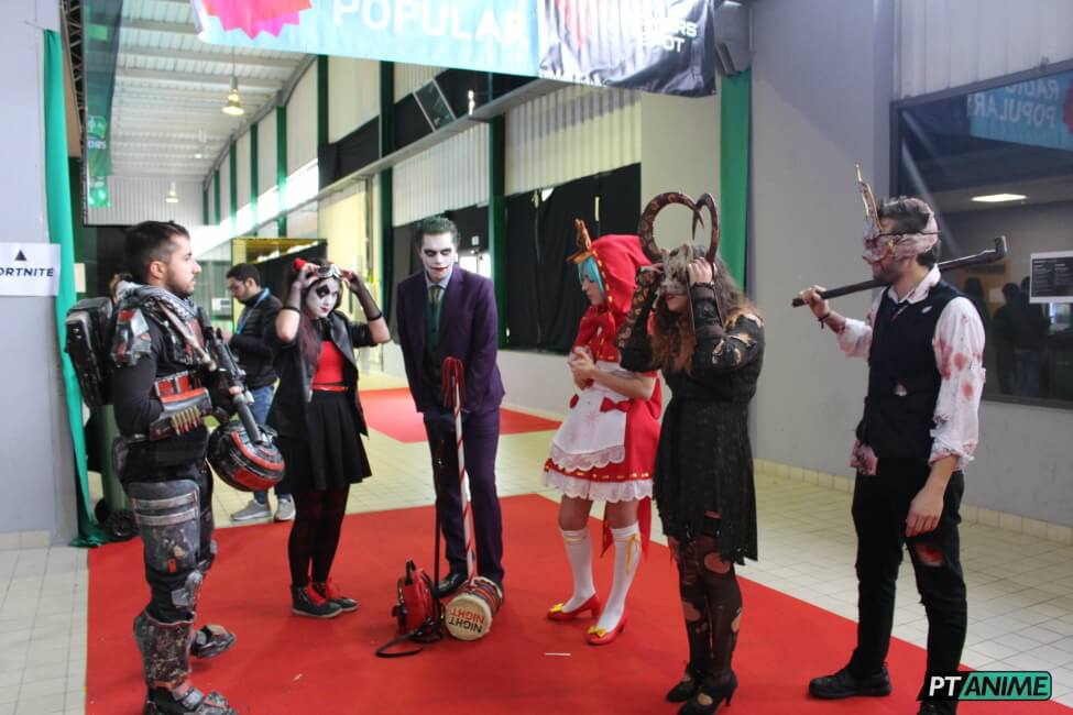 Cosplayers pronto para participar no concurso em Portugal