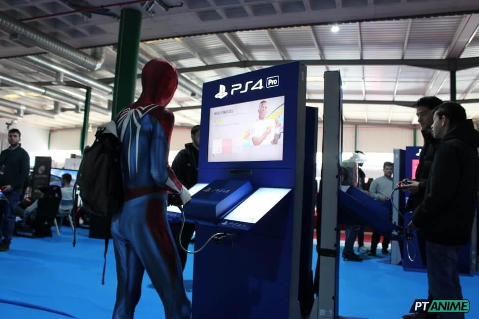 Pessoal a jogar PlayStation em Evento português