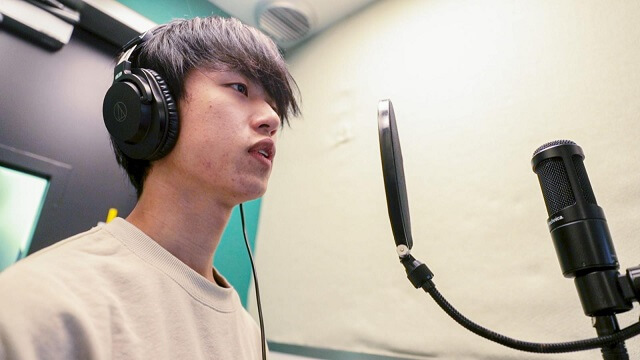 Sessão de Karaoke Solo no Japão