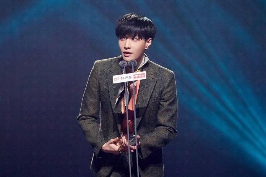EXO - Lay vence 8 Prémios em Cerimónia na China EXO - Lay confirma Colaboração com Will.i.am e Steve Aoki