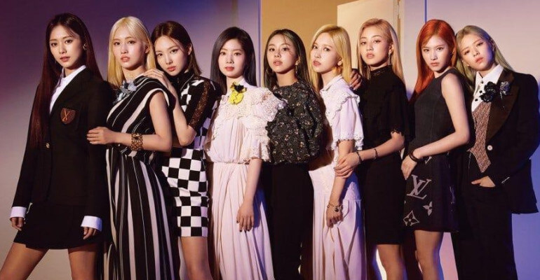 """TWICE anunciam Concerto Online """"World In A Day"""""""